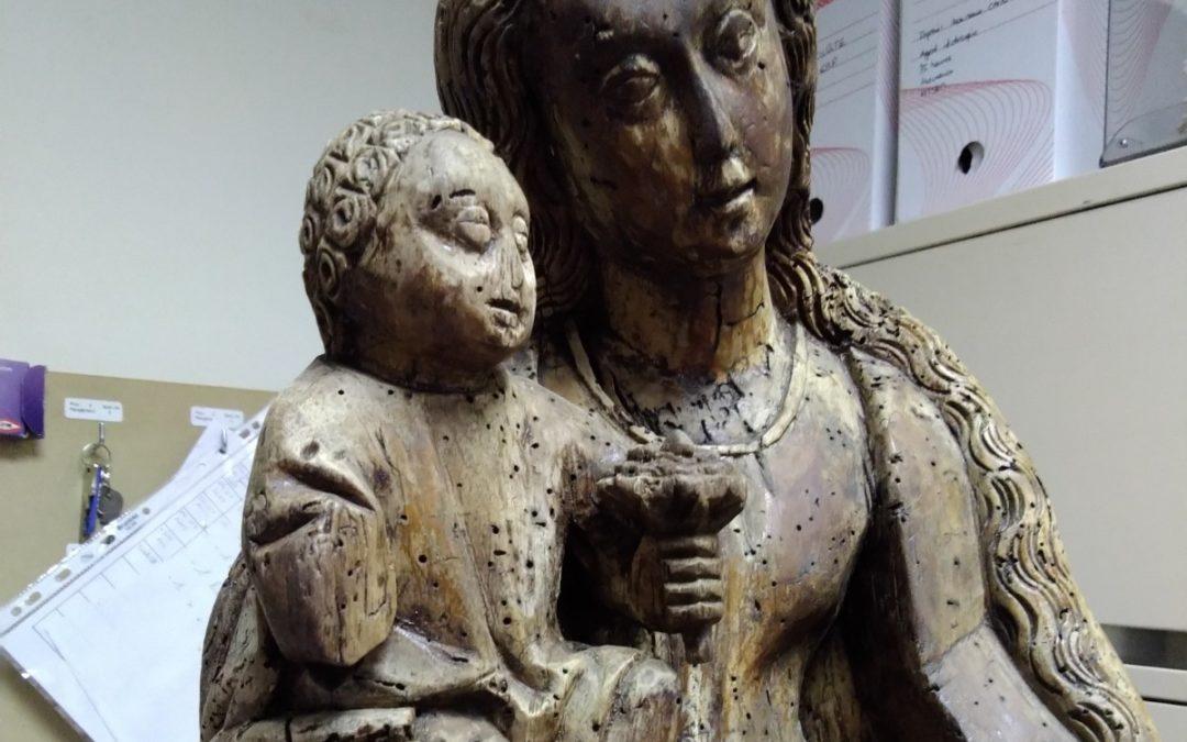 Restauration d'une statue en bois d'une vierge à l'enfant, Entrelacs, Auvergne Rhône Alpes, Savoie (73)
